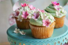 Sweet Spring Cupcakes & a Minted Giveaway on ClockworkLemon.com!