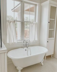 The white bathroom attracts with simplicity, purity and timeless elegance. If you are thinking of decorating your bathroom all in white. White Hexagon Tiles, Green Bathroom, Cheap Bathrooms, Small Bathroom, Clawfoot Tub, Bathroom Design, Bathroom Accessories, Farmhouse Bathroom Decor, Pirate Bathroom Decor