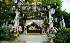 Decoración con flores para boda http://conbdeboda.blogspot.com.es/2013/05/una-pergola-para-tu-boda.html
