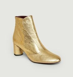 """Sosie ankle boots, """"Volcano"""" gold color, heels, side zip, seams and tone-on-tone finishes. Avril Gau revisits the classics and designs elegant and Avril Gau, Gold Ankle Boots, Walk In My Shoes, Timeless Elegance, Friend Wedding, Casual, Pairs, Booty, Elegant"""