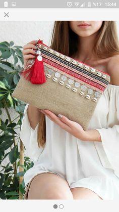 New diy fashion bags tuto sac 70 Ideas Source by creativestu bags Diy Fashion Bags, Boho Fashion, Pochette Diy, Moda Afro, Couture Handbags, Embroidery Bags, Handmade Purses, Handmade Fabric Bags, Boho Bags