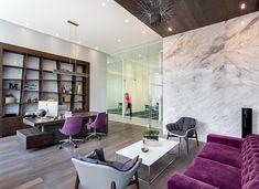 Meeting room, The Velopers, San Francisco, Panama - Bettis Tarazi #interiordesign #interiors #houseinteriors #office #comercial #panama #luxury #design #purple #velvet #purplevelvet #meetingroom #meeting #officeinteriors #desk #elegance #marble