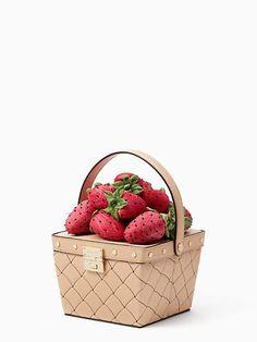 Kate Spade Picnic Perfect Woven Leather Basket In Cashew Unique Handbags, Unique Purses, Unique Bags, Novelty Bags, Novelty Handbags, White Handbag, White Purses, Cute Bags, Beautiful Bags
