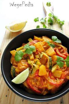Tajskie curry warzywne z ananasem i cukinią - przepis fit Good Food, Yummy Food, Tasty, Asian Recipes, Healthy Recipes, Ethnic Recipes, Curry Pasta, Vegan Curry, Vegan Foods