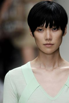 Burberry Spring 2010 Ready-to-Wear Fashion Show Asian Pixie Cut, Asian Short Hair, Asian Hair, Short Hair Cuts, Tao Okamoto, Really Short Haircuts, Short Haircut Styles, Love Hair, Great Hair