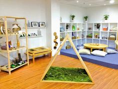 Open spaces, use of white/natural colors, wood furniture, mirrors, low/accessible objects, green/plant accents.