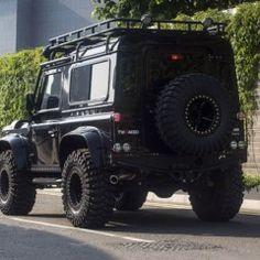 Foto 2 de 12 de la galería tweaked-automotive-land-rover-defender-spectre en Motorpasión