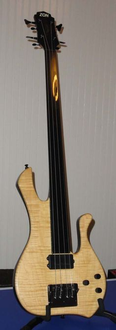 Michael Manring Hyperbass, series 1 with de-tunable bridge.. it is the coolest