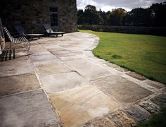 Genuine grade A reclaimed English flags color and sizes Garden Paving, Garden Stones, Backyard Patio, Backyard Landscaping, Stone Path, Patio Stone, Stone Work, Front Porch Remodel, Stone Pavement