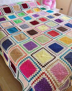 Crochet granny square blanket. Crochet Ripple Blanket, Crochet Bedspread, Granny Square Blanket, Crochet Quilt, Crochet Blocks, Granny Squares, Granny Square Crochet Pattern, Afghan Crochet Patterns, Crochet Granny