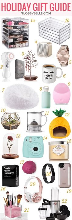 Holiday Gift Guide 2017: Must-Have Gifts For Her // Having trouble finding the perfect gift for your mom, sister, aunt, or friend? Follow my 2017 holiday gift guide with 22 must-have gifts in this post.
