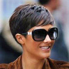 11 Amazing Short Pixie Haircuts that Will Look Great on Everyone 2020 Opting for a pixie haircut is a very bold and brave decision – it can be incredibly scary to chop your locks off and go for something new! However, pixie haircuts are Edgy Pixie Hairstyles, Short Pixie Haircuts, 2015 Hairstyles, Short Hairstyles For Women, School Hairstyles, Pixie Haircut Styles, Office Hairstyles, Undercut Pixie, Anime Hairstyles
