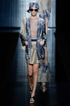 See the complete Giorgio Armani Spring 2017 Ready-to-Wear collection.