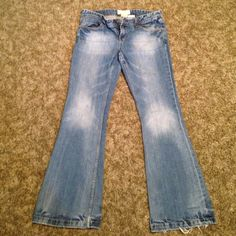 Womans Maurices jeans! Maurices Jeans size 7/8 short Molli Flare! Good condition jeans with slight wear on bottom! Don't like the price make an offer!!! Maurices Jeans Flare & Wide Leg