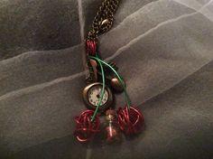 Collier montre cerises couleur bronze : Collier par wendylafeedesbijoux