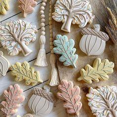 Flower Sugar Cookies, Sugar Cookie Cakes, Leaf Cookies, Iced Sugar Cookies, Fall Cookies, Easter Cookies, Royal Icing Cookies, Holiday Cookies, Cupcake Cookies