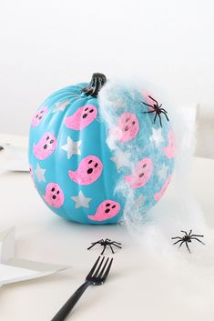 DIY Ghost and Stars Halloween Pumpkin with Michaels Stores - - Halloween is around the corner and I am so excited to team up with Michaels to share my DIY Ghost and Stars Halloween Pumpkin! Pink Halloween, Halloween Inspo, Halloween House, Holidays Halloween, Spooky Halloween, Halloween Crafts, Halloween Decorations, Halloween Labels, Halloween Stuff