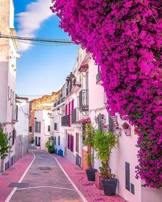 Beautiful Places To Travel, Wonderful Places, Marbella Old Town, Marbella Malaga, Pintura Exterior, Famous Places, Travel Aesthetic, Travel Abroad, Spain Travel