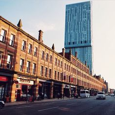 Deansgate terrace is the longest unbroken Victorian terrace in the country. It was originally built in 1898 to hide the Great Northern Warehouse, which at the time was considered ugly! This photo originally appeared on the @WeAreMCR Instagram account and was taken by @BuildingArt.