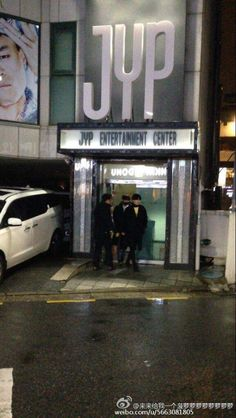 Bts Jungkook and GJungkook was spotted picking up Yugyeom from the JYP Entertainment company building for a late night Yugyeom hang out Jimin Jungkook, Jung Kook, Seulgi, Jikook, Bts Amino, All About Kpop, World 2020, Got7 Yugyeom, Mingyu