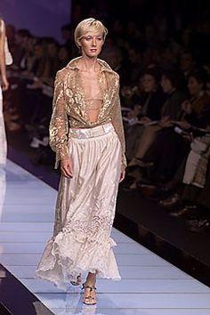 Valentino Spring 2000 Ready-to-Wear Collection Photos - Vogue