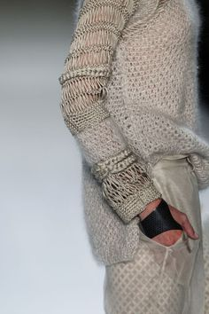 Dawid Tomaszewski  Hairpin lace sleeves?