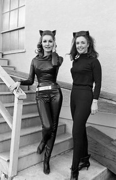 Here's a photo of actress Julie Newmar (as Catwoman) and her stunt double Marilyn Watson. Catwoman is definitely high on the ranking scale of Gotham City's most prominent villains. Julie Newmar, Batman And Batgirl, Batman 1966, Batman Robin, Batgirl Logo, Catwoman Cosplay, Batgirl Costume, Batgirl Mask, Batman Tv Show