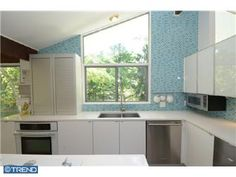 Modern kitchen in Tredyffrin-Easttown School District  066942