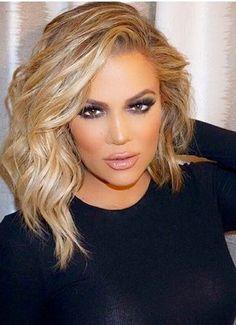 Khloe Kardashian love the new hair Medium Bob Hairstyles, Pretty Hairstyles, Layered Hairstyles, Hairstyle Ideas, Classic Hairstyles, Medium Hair Styles, Curly Hair Styles, Great Hair, Gorgeous Hair
