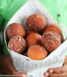 Koeksisters - light, fluffy fried dough from South Africa South African Dishes, South African Recipes, Delicious Desserts, Yummy Food, Good Food, Tasty, Dessert Recipes, Beignets, African Dessert