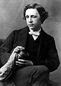 """Charles Lutwidge Dodgson (1832-1898).  """"lEWIS CARROLL""""  diácono anglicano, lógico, matemático, fotógrafo y escritor británico. Sus obras más conocidas son Alicia en el país de las maravillas y su continuación, Alicia a través del espejo. Posteriormente, Carroll publicó su gran poema paródico La caza del Snark (The Hunting of the Snark), en 1876; y los dos volúmenes de su última obra, Silvia y Bruno, en 1889 y 1893, respectivamente."""
