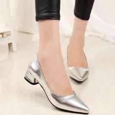 รองเท้าส้นเตี้ยแฟชั่น  ยี่ห้อ Pangma มีให้เลือก 2 สี