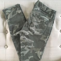 GAP Camouflage Pants Gap 1969 Always Skinny Camo jeans. Size 24. 3 pocket zipper detailing in front. Worn once. GAP Jeans Skinny