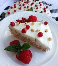 Lahodný fit dort s ricottovým krémem, který má v jednom kousku jen 150 kalorií a téměř 10 g bílkovin (Recept)