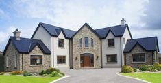 Blue Centre Sandstone mixed with Omagh Blue Stone – Coolestone Stone Importers Suppliers Masonry Tyrone Northern Ireland Blue Center Sandstein gemischt mit Omagh Blue Stone – Coolestone Stone Importeure Lieferanten Mauerwerk Tyrone Nordirland Wood Siding House, House Cladding, House Plans Uk, Country House Plans, Dream House Plans, Stone Exterior Houses, Dream House Exterior, Stone Houses, House Designs Ireland