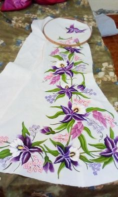 Hand paintings Dress Painting, T Shirt Painting, Fabric Painting, Fabric Art, Hand Painted Dress, Hand Painted Fabric, Painted Clothes, Fabric Paint Shirt, Hand Embroidery Patterns Flowers