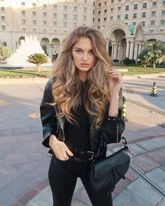 Blonde Hair With Highlights, Brown Blonde Hair, Blonde Wig, Wet And Wavy Hair, Wedding Bun Hairstyles, Bandana Hairstyles, Vintage Hairstyles, Korean Hairstyles, Baddie Hairstyles
