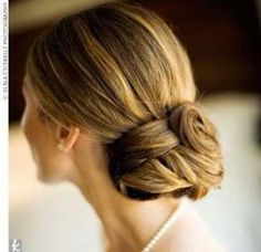Trying some fancy ways to fit that hairpin in your pretty, strong hair? Why don't you learn how to do a chignon? Do you know what is a chignon? Creative Hairstyles, Elegant Hairstyles, Loose Hairstyles, Pretty Hairstyles, Wedding Hairstyles, Hairstyle Ideas, Hair Flow, Hair Extensions Best, Sleek Ponytail