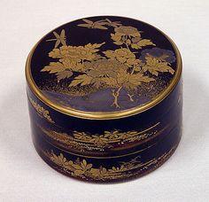 Incense Box, mid-19th century, Black lacquer, H. 6.7 cm; W.9.8 cm ©The Metropolitan Museum of Art