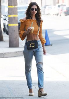 Emily Ratajkowski flashes her taut tummy in cropped blouse | Daily Mail Online