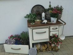 Küchenhexe similar great projects and ideas as presented in the picture you will find … - All For Garden Alter Herd, Old Stove, Antique Stove, Deco Nature, Vintage Appliances, Garden Deco, Modern Wall Decor, My Secret Garden, Beautiful Gardens