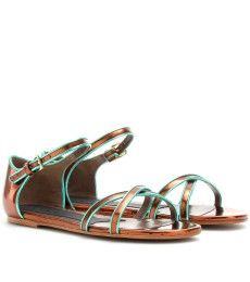 Summer is sandal season in Paris!
