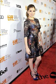 "Anna Kendrick a ""The Company You Kepp"" című film bemutatóján, Mulberry ruhában.  forrás: instyle.hu Anna Kendrick, Ontario, Peplum Dress, Red Carpet, Film, Formal Dresses, Fashion, Moda, Movies"