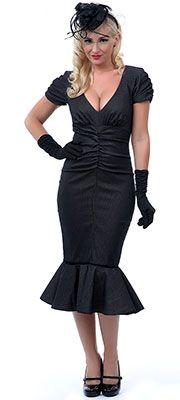 50 Vintage Halloween Costume Ideas: 1940's Pin Up Vixen  #Halloween #costume #vintage #1930s