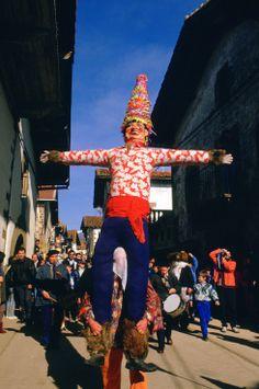 Miel Otxin, uno de los personajes del carnaval de Lantz (Navarra). http://es.wikipedia.org/wiki/Carnaval_de_Lanz