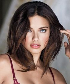 Adriana Lima Short makeup