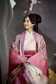 Ballad of the Desert 大漠谣 (Da Mo Yao) - page 4 - Ancient Series Discussions - Ancient Chinese Series & Wuxia Asian Fashion, Chinese Fashion, Chinese Clothing, Chinese Dresses, Asian Love, Traditional Dresses, Traditional Styles, Traditional Chinese, Period Costumes