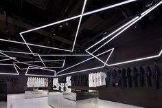 A new Japanese store uses light and AR to tell a (spooky) brand story - News - Frameweb Unique Lighting, Lighting Design, Lighting Concepts, Linear Lighting, Lighting Ideas, Estilo High Tech, Scary Pokemon, House Tokyo, Japanese Store