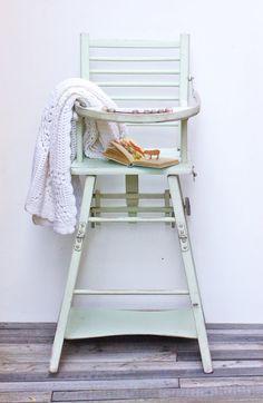 Chaise haute vert pastel pour bébé  Chaise par Frenchvintagecharm