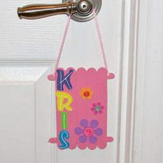 Craft Stick Door Hanger ~ would make a great rainy day kids' craft or girl scout / Daisy / Brownies activity! Vbs Crafts, Popsicle Stick Crafts, Camping Crafts, Craft Stick Crafts, Popsicle Sticks, Craft Sticks, Girl Scout Activities, Craft Activities For Kids, Craft Ideas